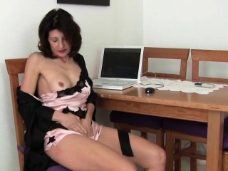 Mature milfs Emanuelle and Betty realize their juices spreading