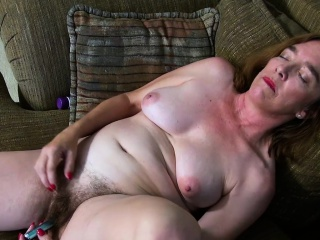 USAwives Hairy Granny Pusssy Fucked With Sex Gewgaw