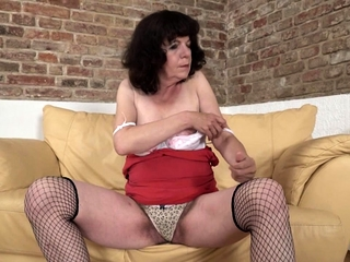 Victorian housewife procurement a naughty shave