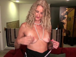 American milf Veronica rubs her wet pussy on the stairs