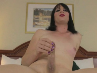 Unskilled tranny tugging her hard cock