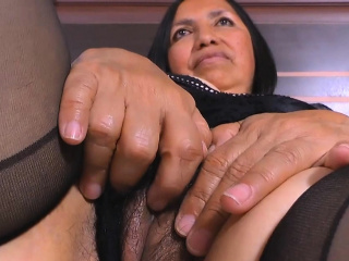 An old latina lady Andrea bangs respecting the technician