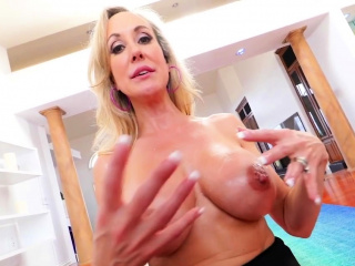 Milf in spandex titfucks shlong