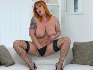 BBW milf Bobbees gives her pussy a good finger rub