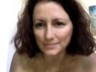 Lickerish French Cougar Uses Vibrator Squirting Camshow