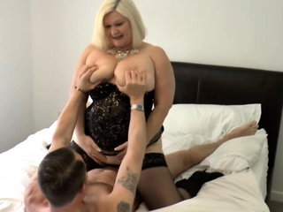 Obese gran Lacey Celebrity gets pussy tongued