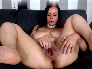 Unescorted mature masturbating on webcam